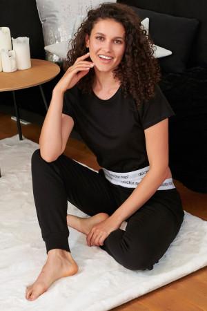 Стильная женская пижама с фирменным логотипом